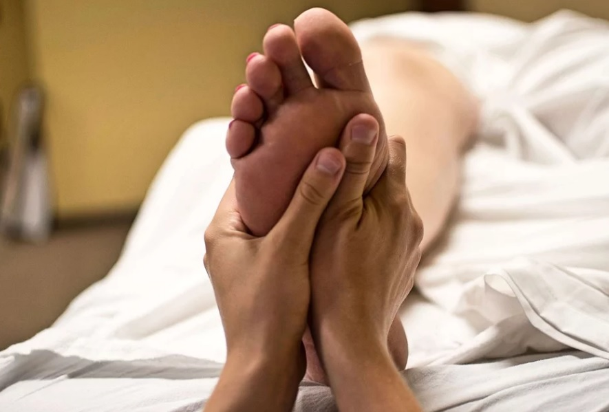 Masaje relajante descontracturantr y reflexología podal